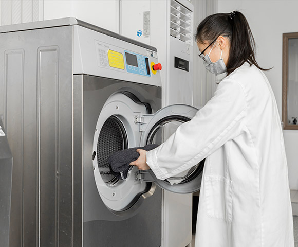 A technician is conducting washing test under the ASTM standards
